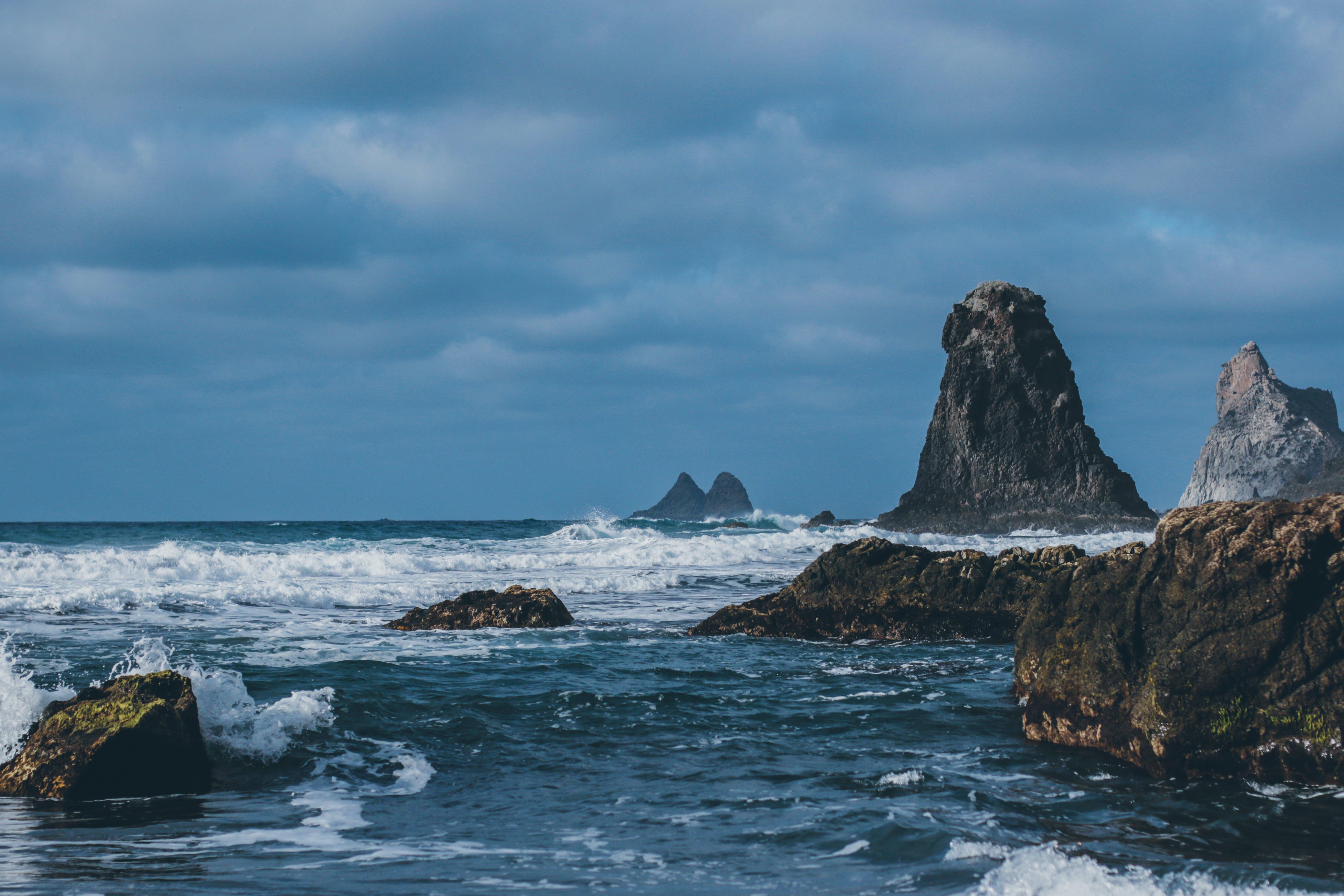 Základová fotografie zdarma na téma cákání, denní světlo, hory, kameny