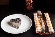plate, heart, knife