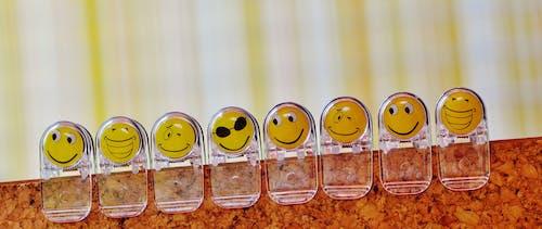 Darmowe zdjęcie z galerii z drewniany, emocje, emoji, emotikon