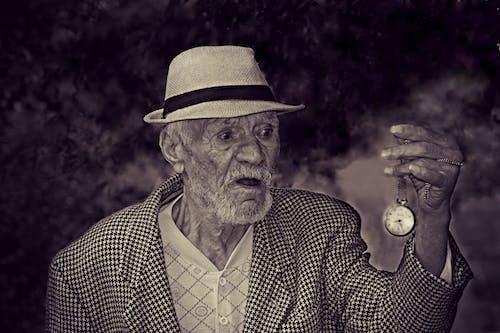 Immagine gratuita di anziano, bianco e nero, orologio da taschino, persona