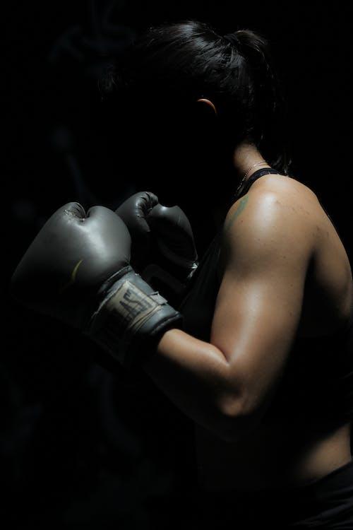 Δωρεάν στοκ φωτογραφιών με αγωνιστής, αθλητής, γάντια του μποξ, γυναίκα