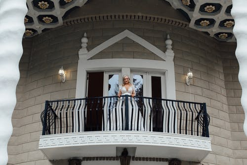 Gratis stockfoto met architectuur, balkon, bruid, bruiloft