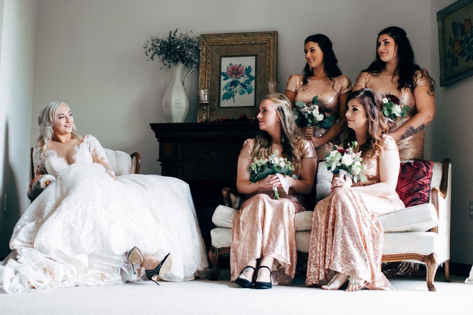 Foto d'estoc gratuïta de adult, boda, dames d'honor, desgast