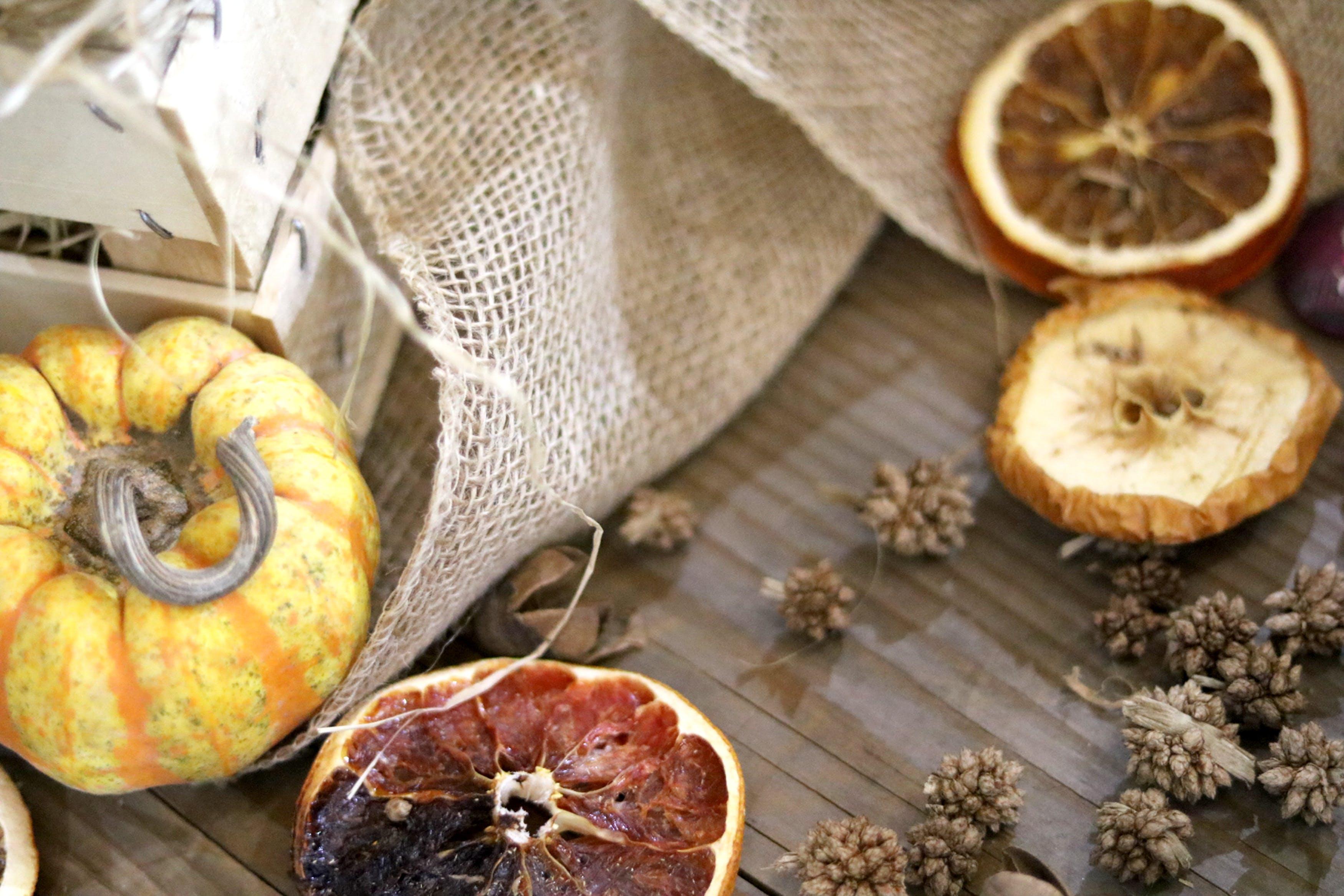 Kostenloses Stock Foto zu getrocknete früchte, herbstdekoration, kürbis, potpourri