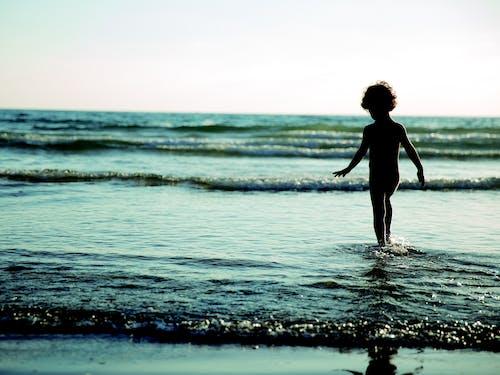 Gratis lagerfoto af barn, hav, havudsigt, kyst