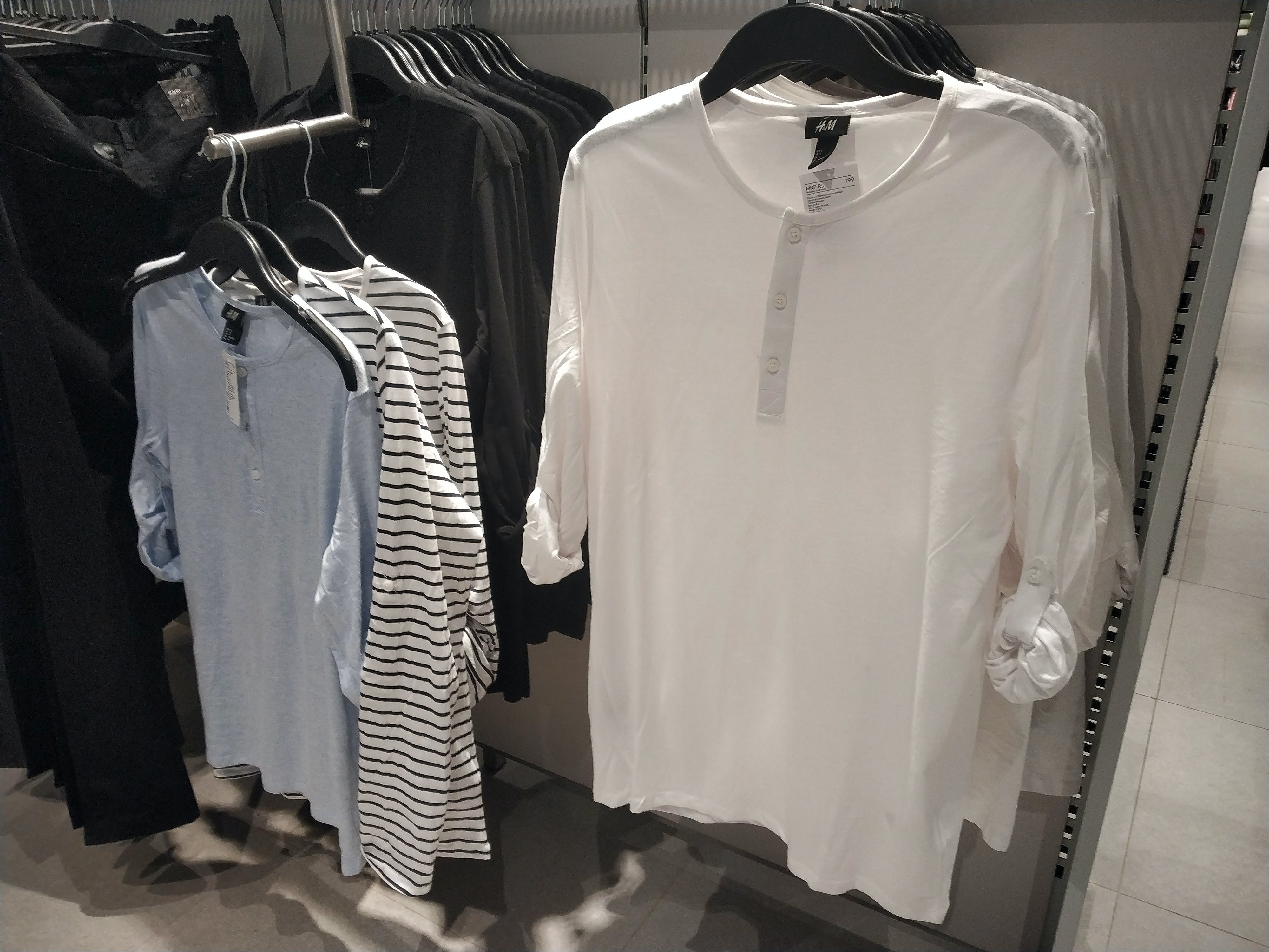 Δωρεάν στοκ φωτογραφιών με t-shirt, κρέμασμα, κρεμάστρα, λευκός