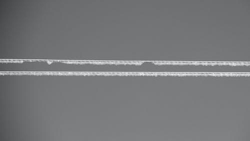 Foto d'estoc gratuïta de blanc i negre, cables