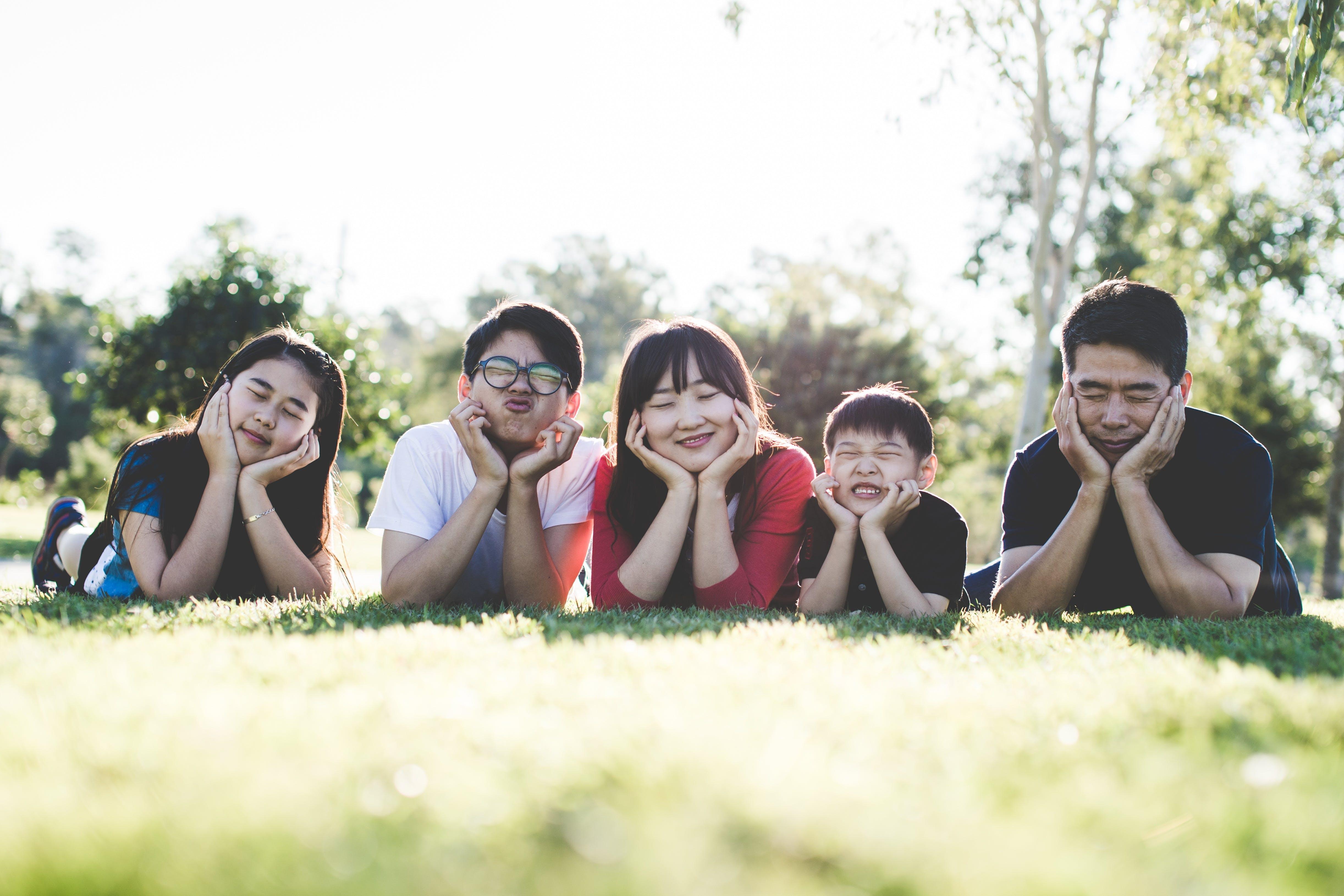 aasialaiset ihmiset, asento, hauska