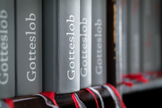 Gotteslob Book Shelf