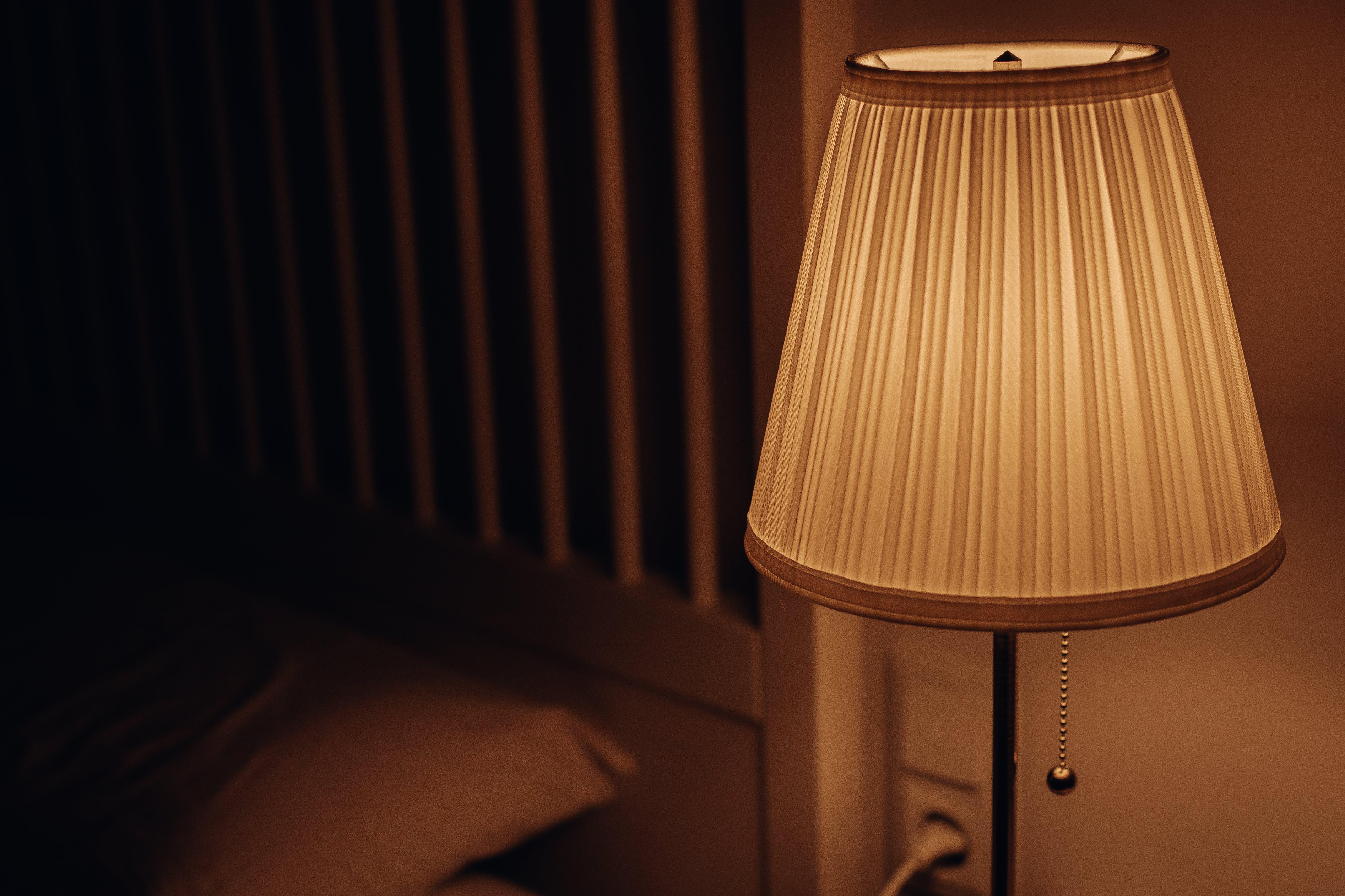 Gratis lagerfoto af belyst, gulv lampe, lampe, lys