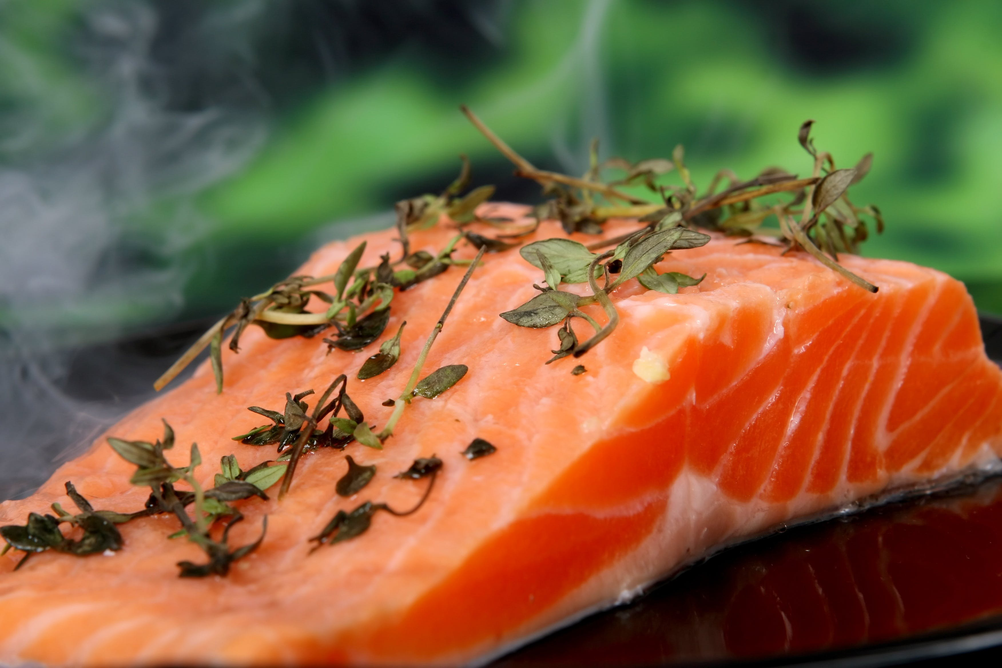 Sliced Tuna With Green Leaf Vegetables