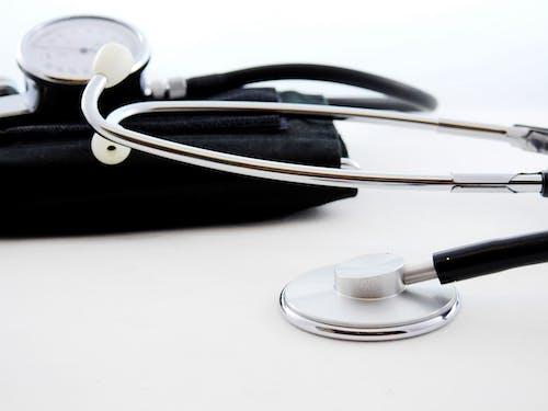stetoskop, tıbbi ekipman, yakından içeren Ücretsiz stok fotoğraf