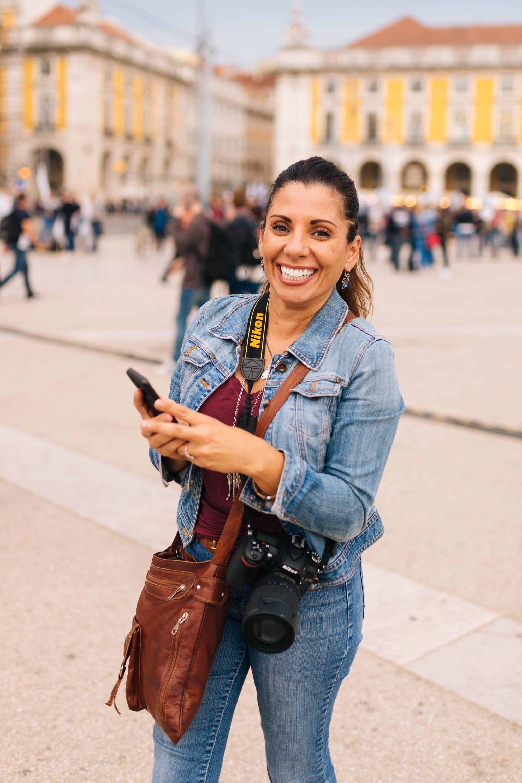 Kostenloses Stock Foto zu frau, hübsch, kamera, lächeln