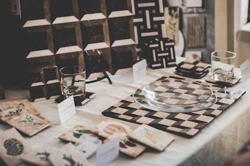 Fotos de stock gratuitas de adentro, contemporáneo, dentro, disposición de la mesa