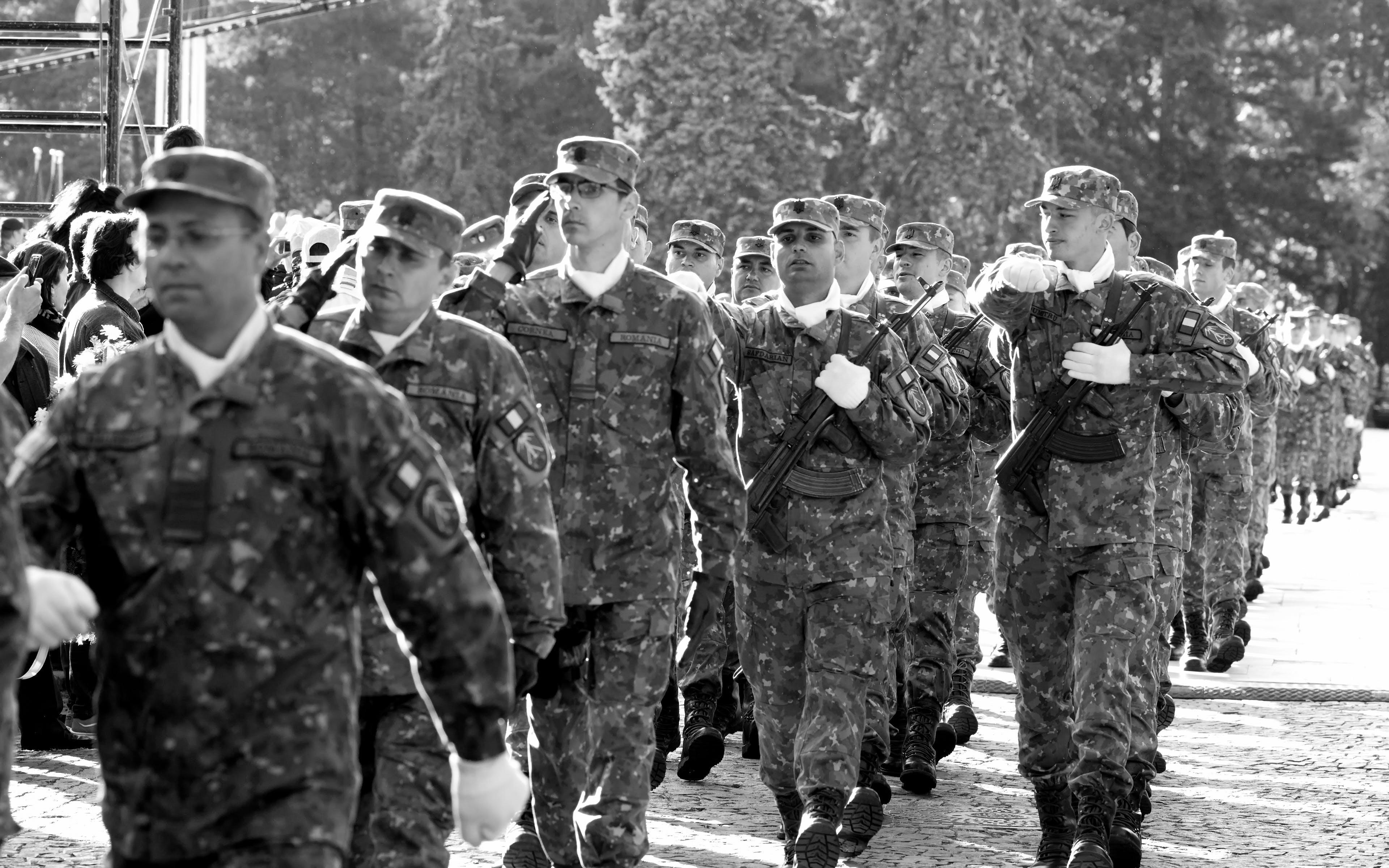 Základová fotografie zdarma na téma akce, armáda, černobílá, černobílý
