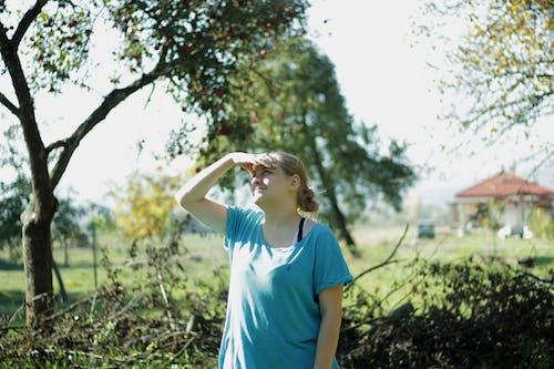 Foto d'estoc gratuïta de arbre, bellesa, bonic, dona