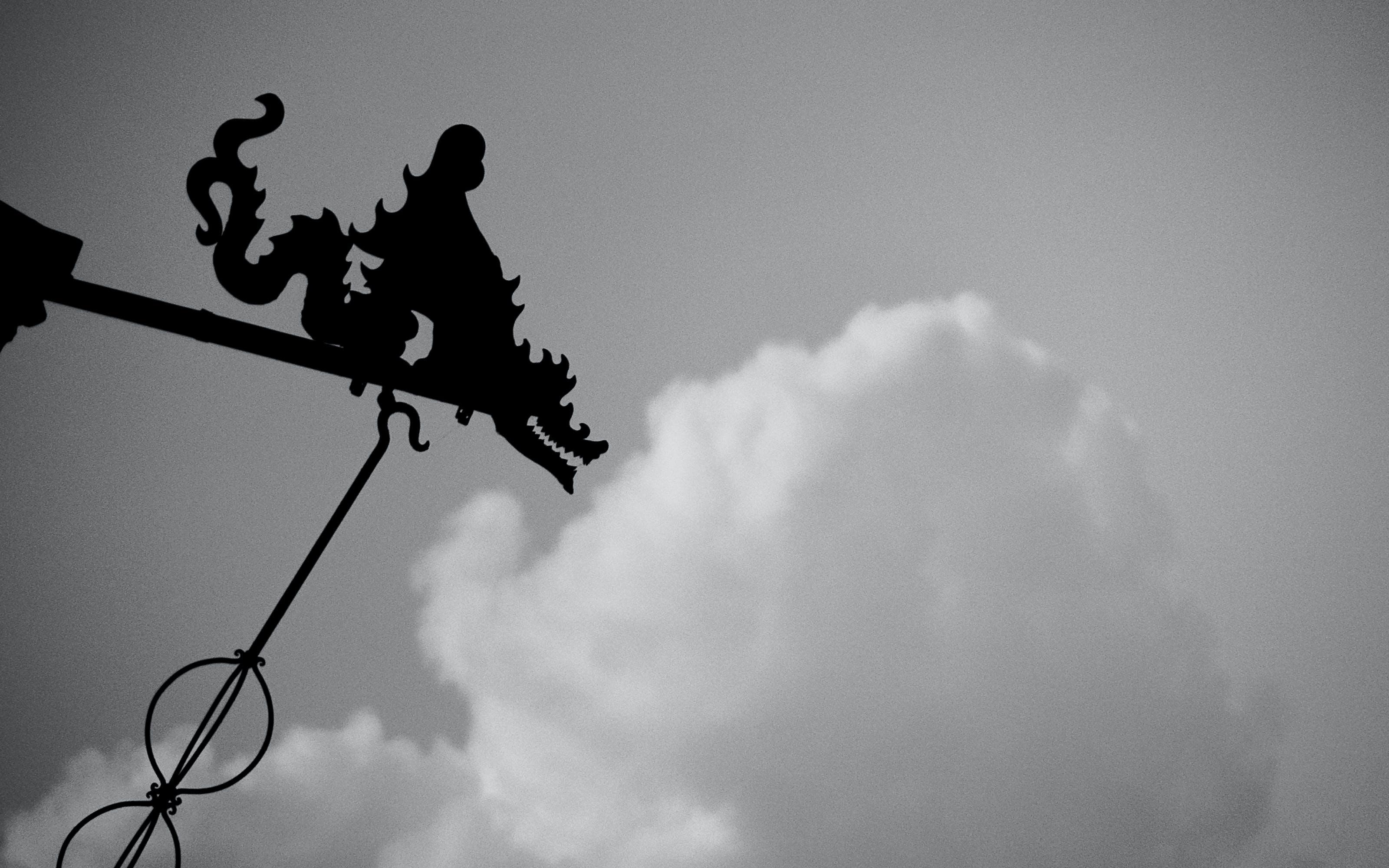 Kostenloses Stock Foto zu drachen, figuren, schwarz und weiß, wolke