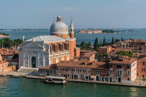 Immagine gratuita di acqua, architettura, barca, canale