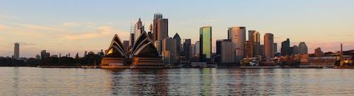 Foto d'estoc gratuïta de alba, arquitectura, casa de l'Òpera de Sydney, ciutat
