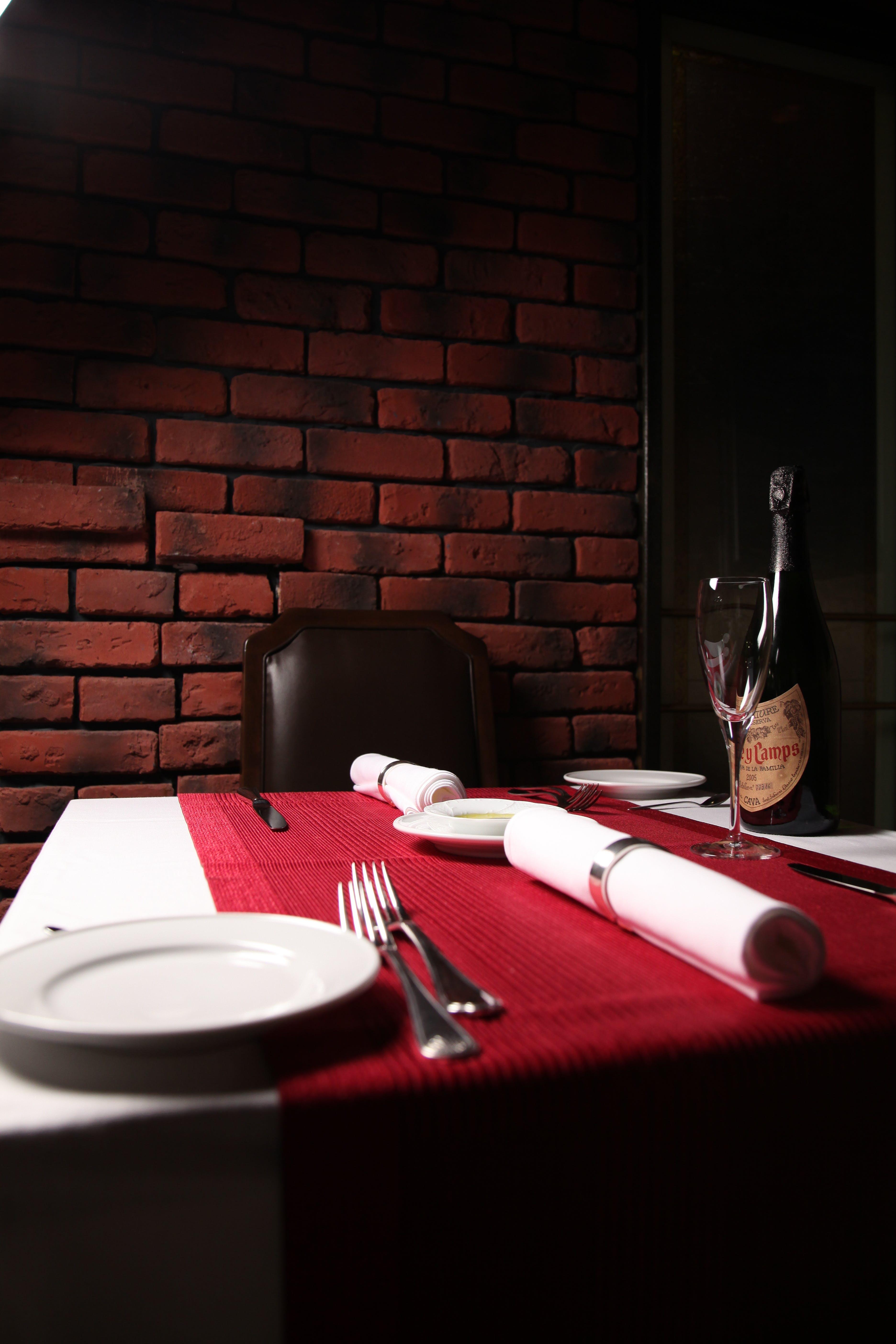 Darmowe zdjęcie z galerii z rozwidlenia, sztućce, talerz, zastawa stołowa