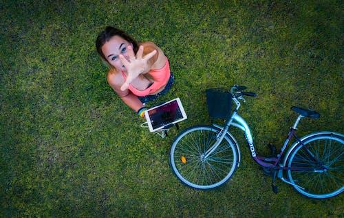 Foto d'estoc gratuïta de dona, electrònic, foto des d'un dron, gravacions amb drons