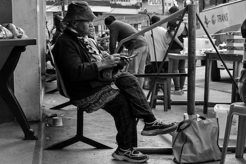Ảnh lưu trữ miễn phí về ảnh đường phố, cái ghế, Chân dung, đàn bà