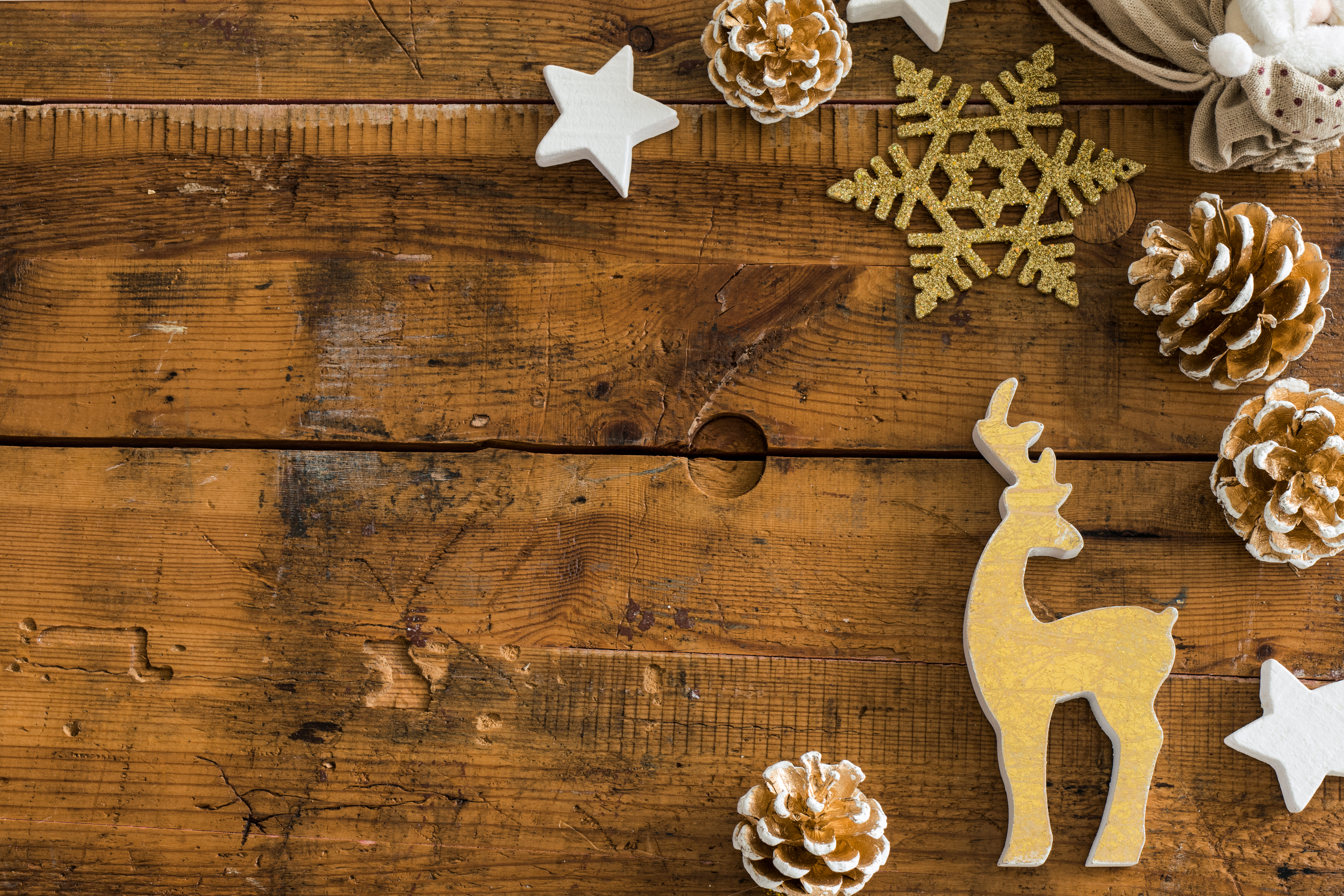 14 Free Christmas Flat Lay Photos for Your Blog