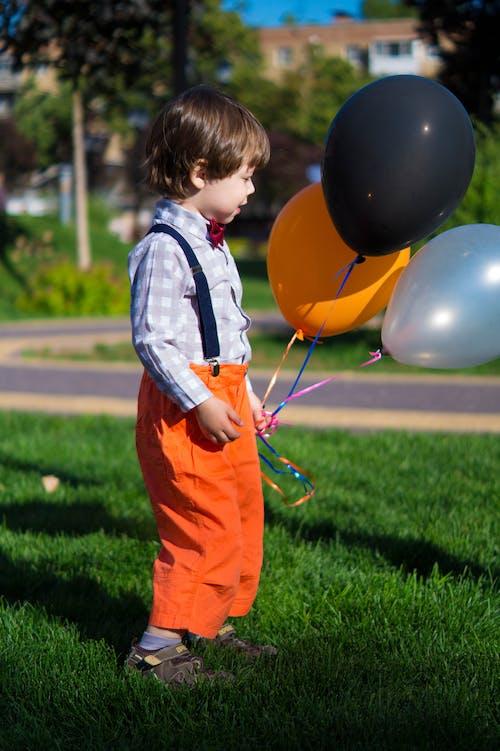 Fotobanka sbezplatnými fotkami na tému adolescencia, balóny, batoľa, chlapec