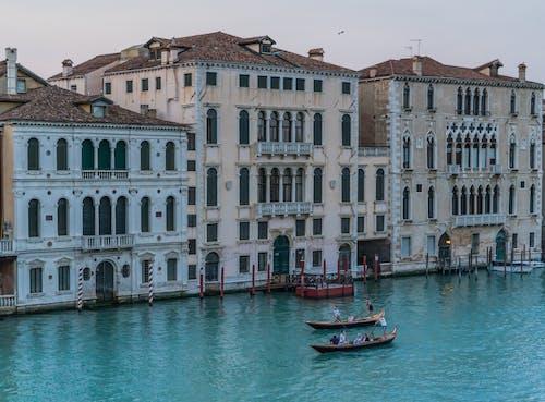 Gratis arkivbilde med arkitektur, båter, by, bygninger
