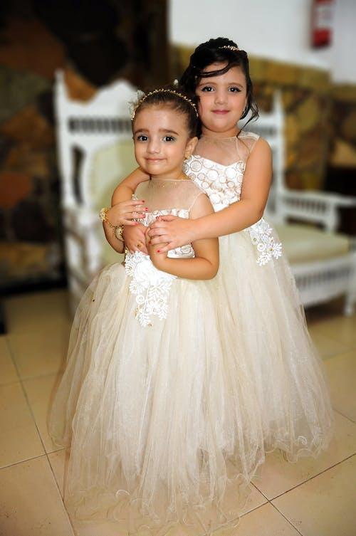 一起, 亞洲女孩, 伴娘礼服, 婚禮 的 免费素材照片