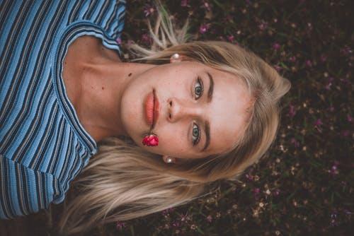 Безкоштовне стокове фото на тему «великий план, волосина, вродлива, гарні очі»