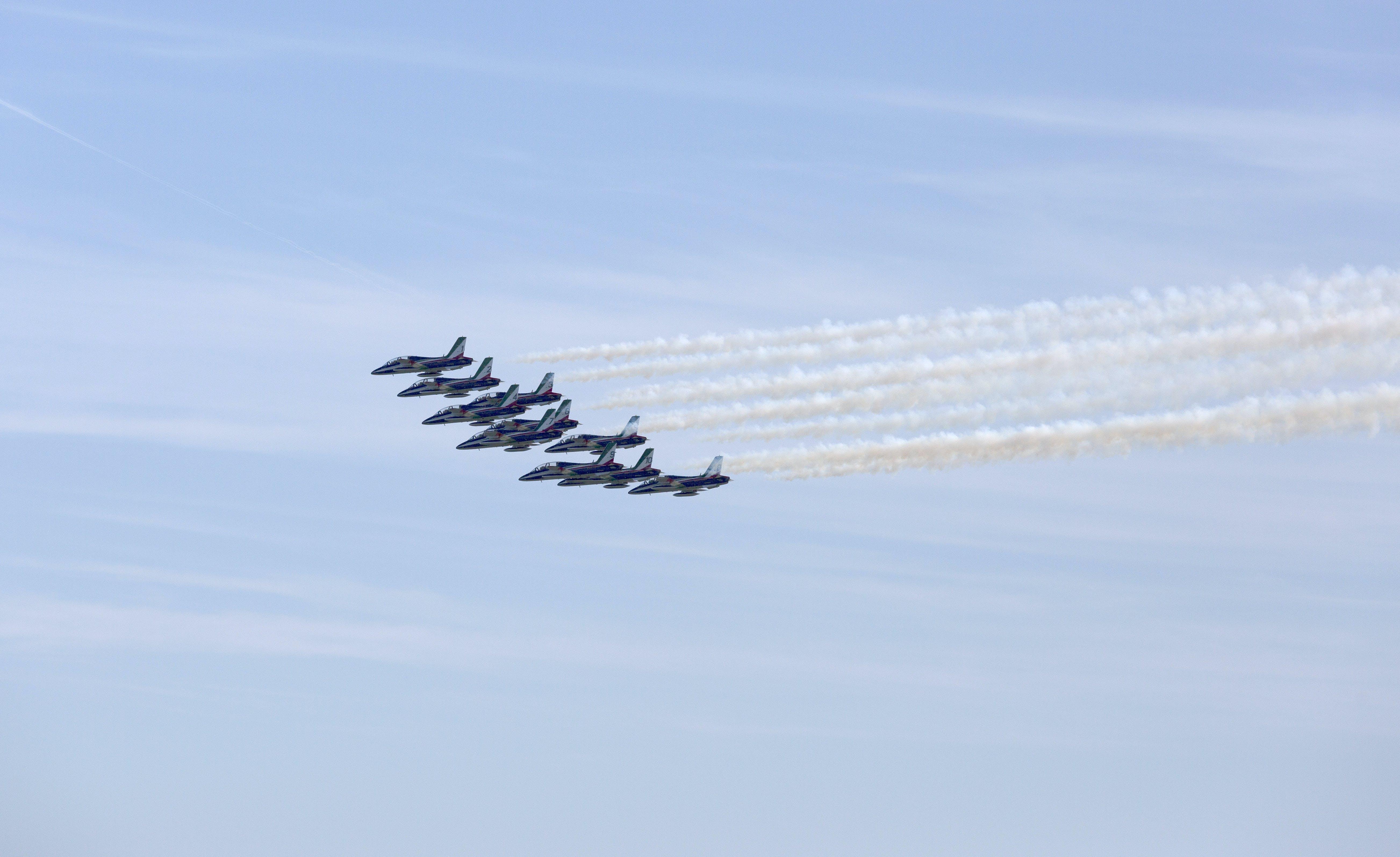 Gratis lagerfoto af flyrejse, flyve, flyvemaskiner, flyveopvisning