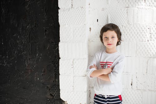 Child Wearing White Crew-neck 3/4-sleeved Top
