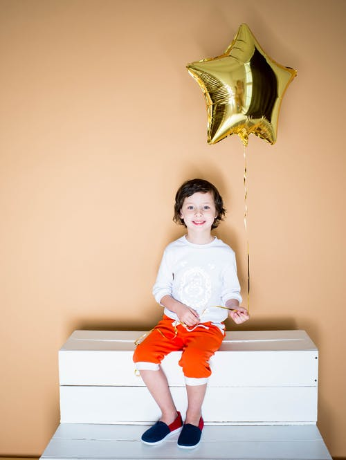 Základová fotografie zdarma na téma balón, brunetka, chlapec, dítě