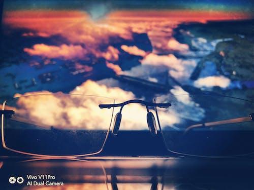 ani sağanak, bulut oluşumu, dizüstü bilgisayar, doğal gözlük içeren Ücretsiz stok fotoğraf