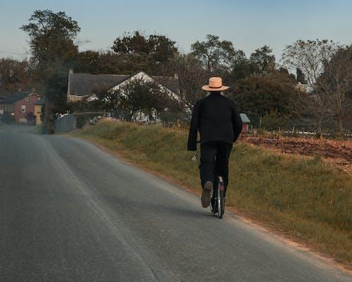 Gratis arkivbilde med amish mann, hatt, scooter