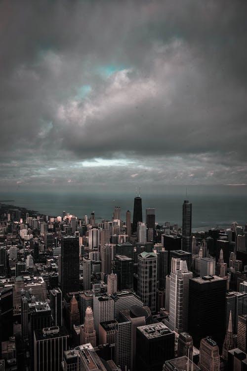 Immagine gratuita di architettura, centro città, cielo, cielo coperto