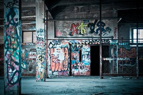 Gratis lagerfoto af bygning, faldefærdige, forladt, gadekunst