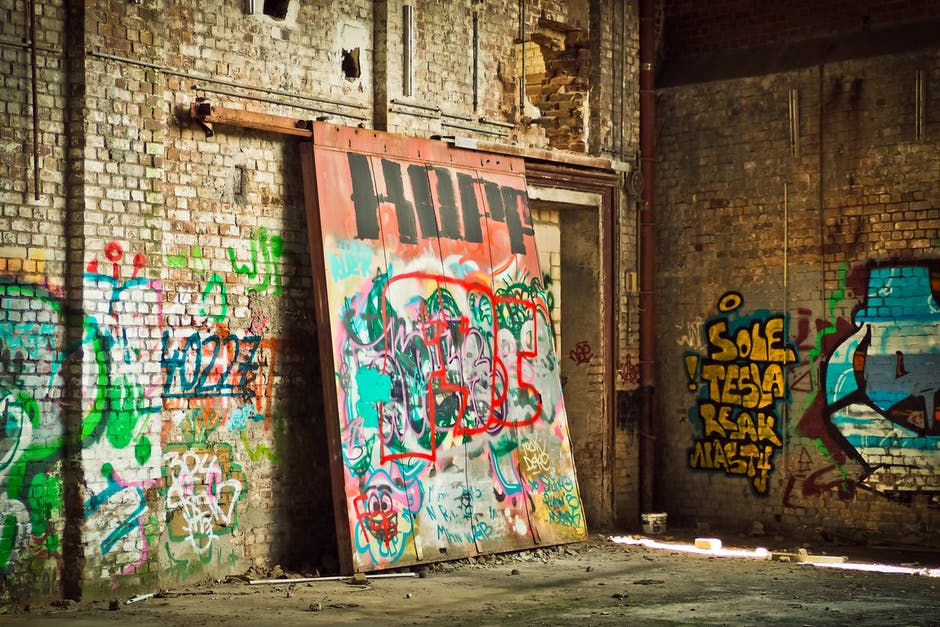 Seni Graffiti di Beton Blok Dinding