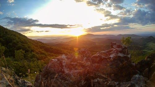 Ilmainen kuvapankkikuva tunnisteilla auringonlasku, siniset vuoret, villi, vuori