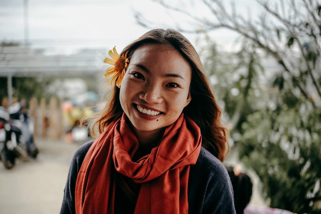 aasialainen nainen, henkilö, huivi