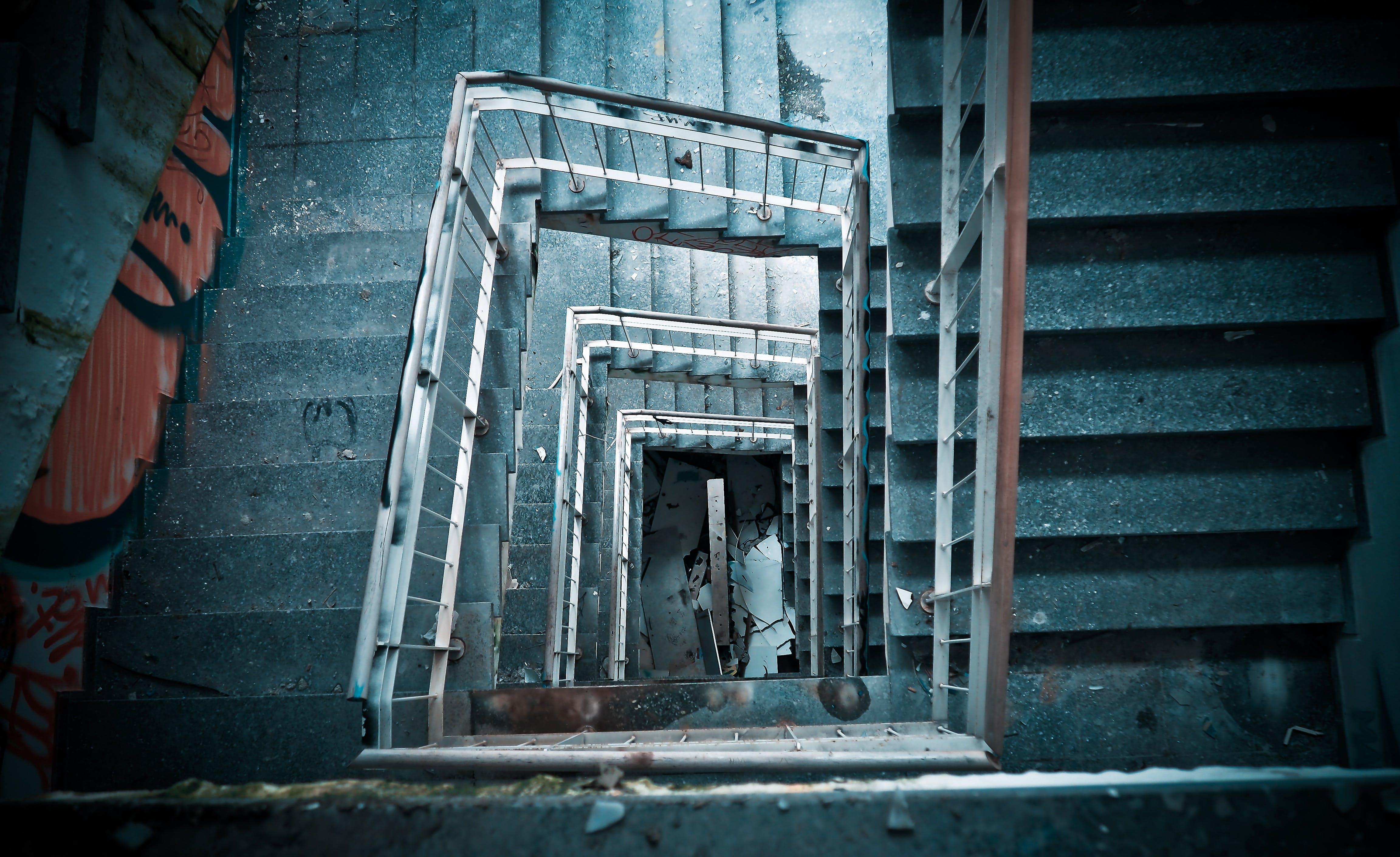 Darmowe zdjęcie z galerii z balustrada, budynek, klatka schodowa, schody