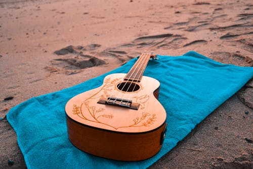 Ảnh lưu trữ miễn phí về cát, khăn tắm, nhạc cụ, nhạc cụ dây