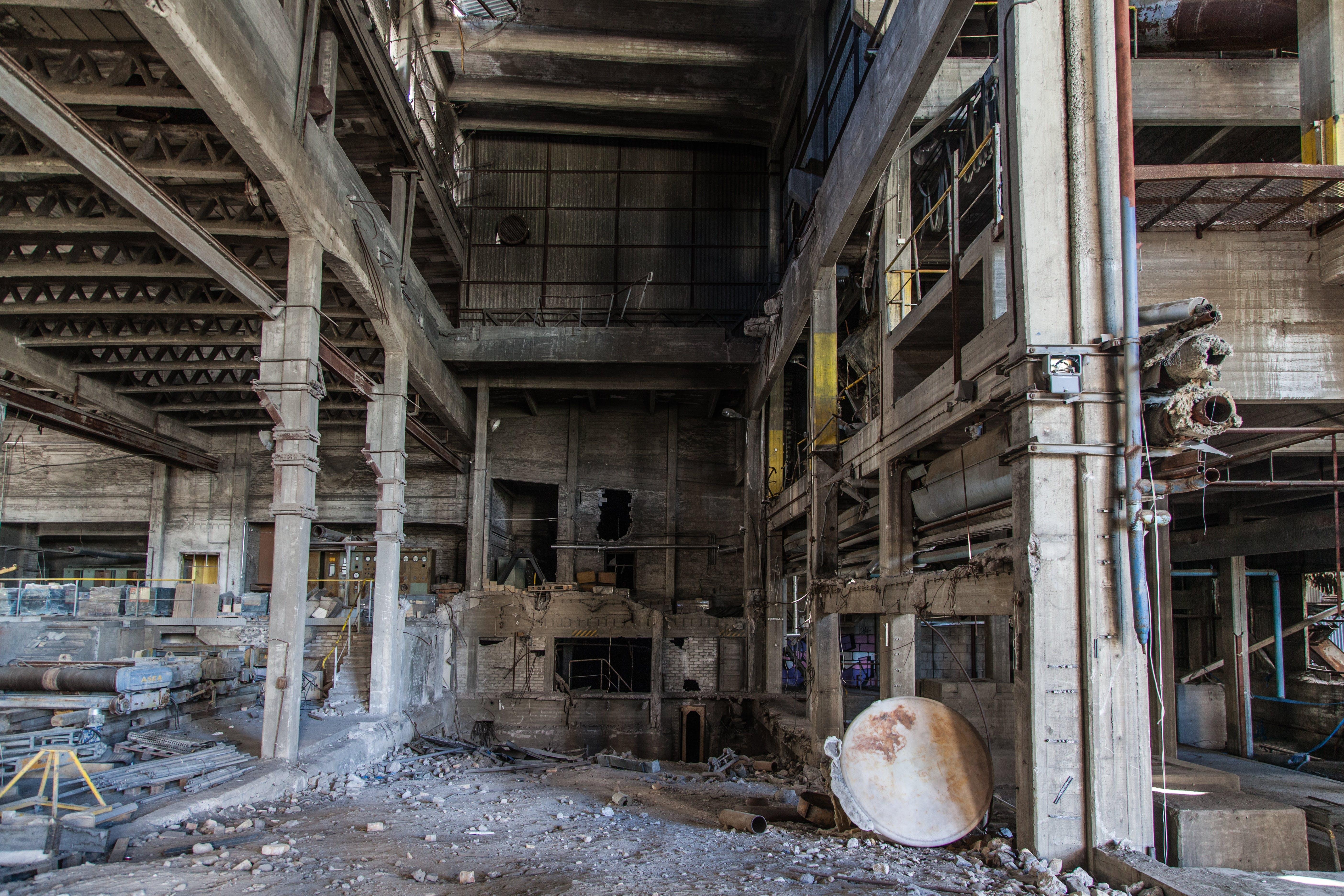 Fotobanka sbezplatnými fotkami na tému budova, opustený, pokazený, smeti