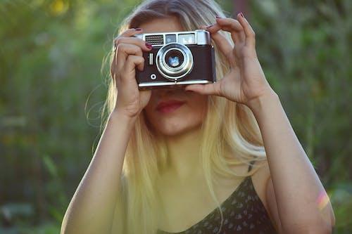 Immagine gratuita di capelli, capelli biondi, donna, femmina