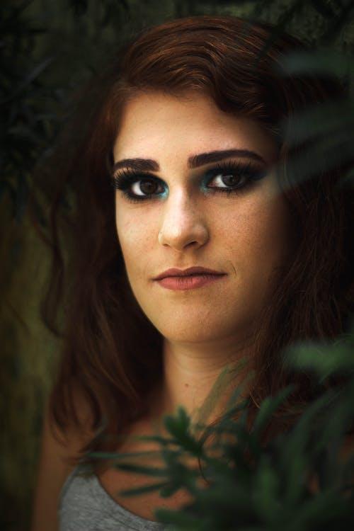 Darmowe zdjęcie z galerii z brunetka, kobieta, oczy, osoba