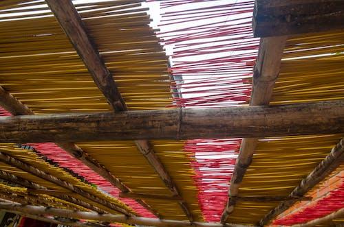 Darmowe zdjęcie z galerii z màu đỏ, màu sắc, nhang, phật giáo