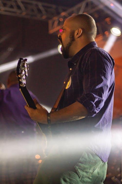 Gratis lagerfoto af eletric guitar, guitar, guitar mand