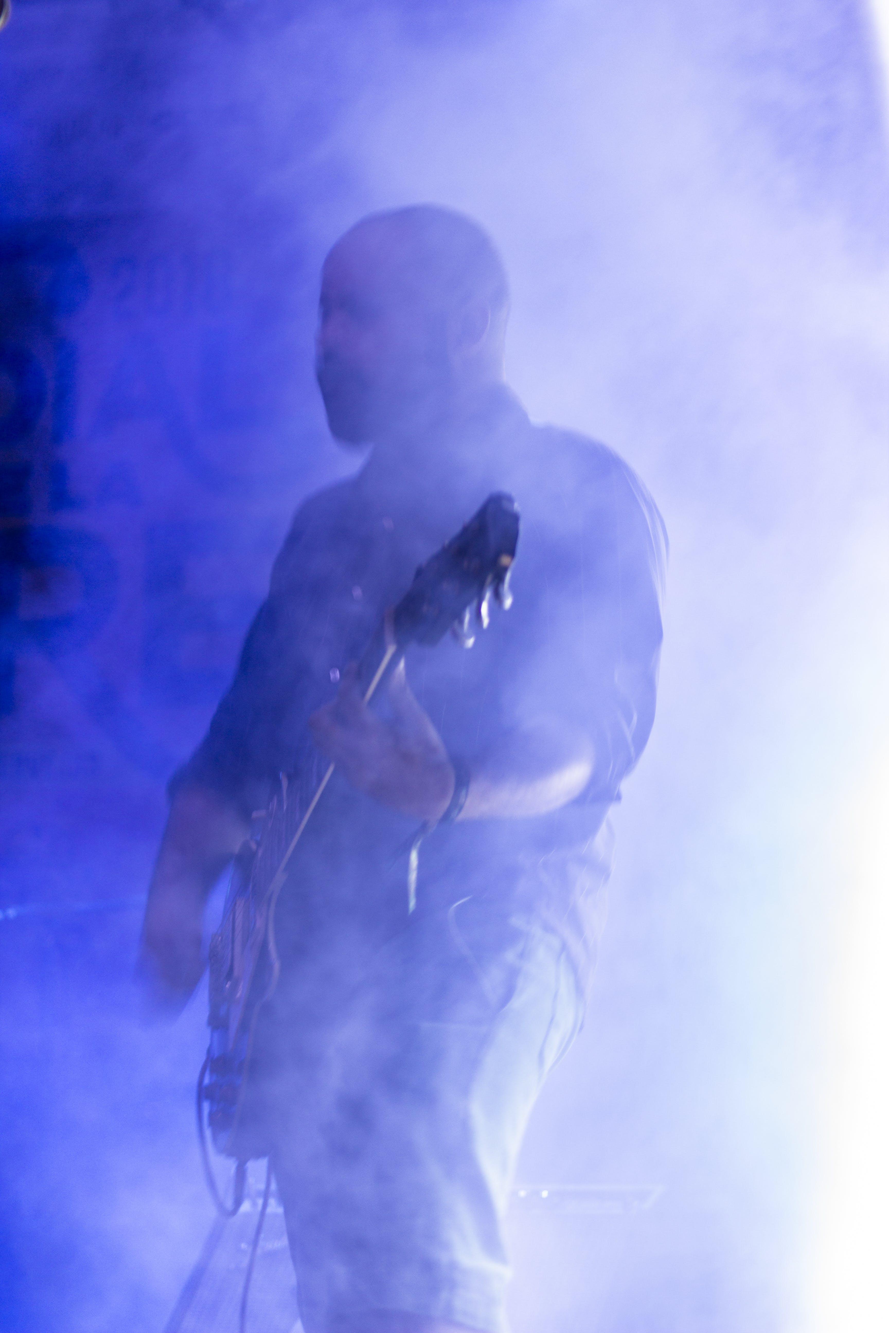 Gratis stockfoto met elektrische gitaar, gitaar man