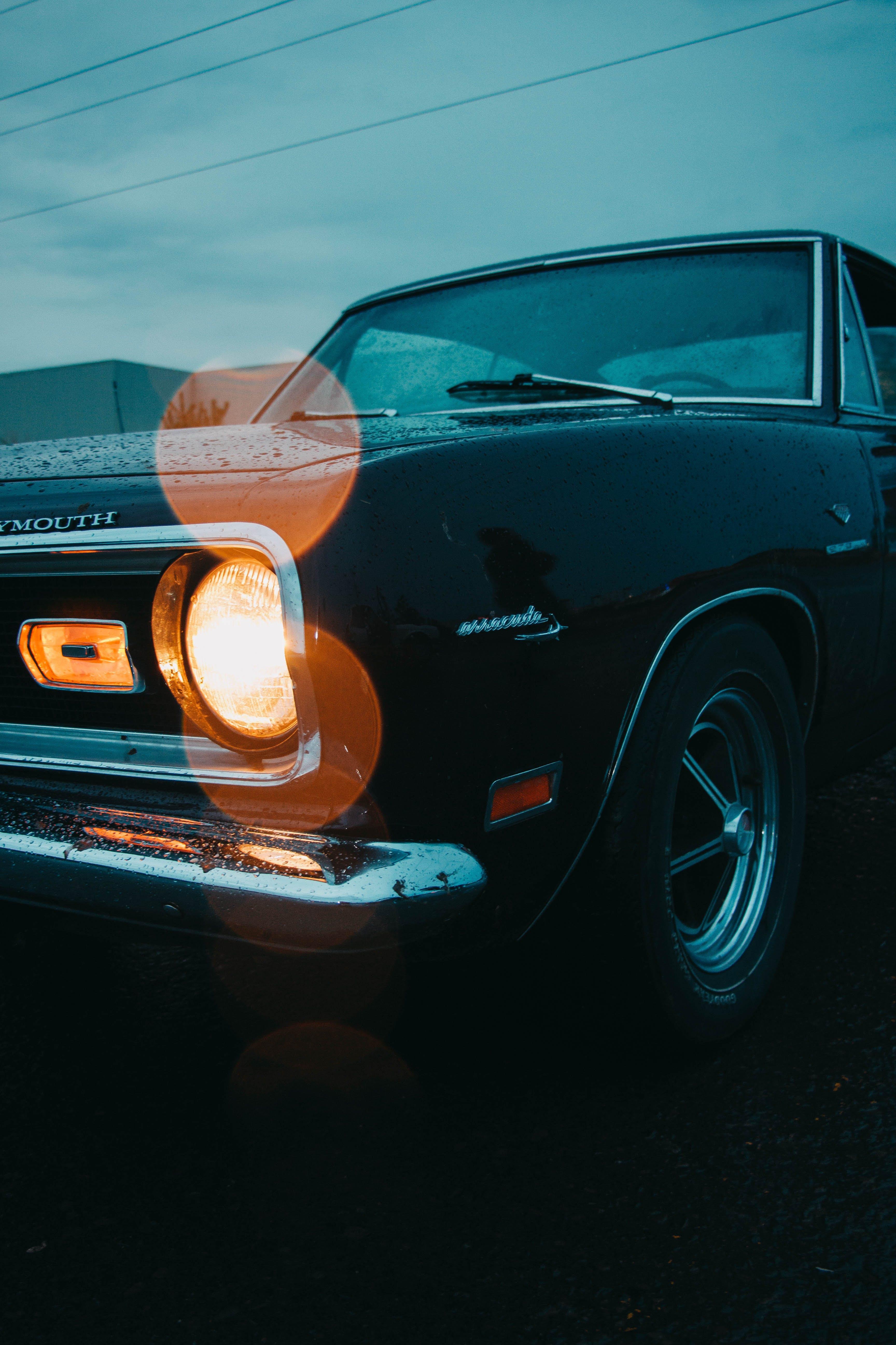 Kostenloses Stock Foto zu auto, auto model, autoscheinwerfer, gepflasterte straße